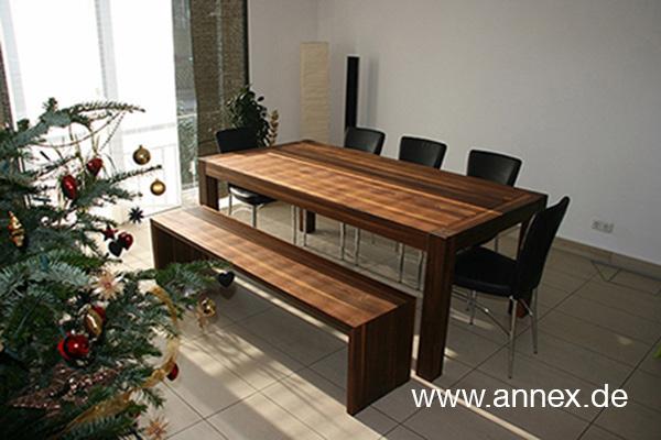 Tisch und Bank aus Massivholz